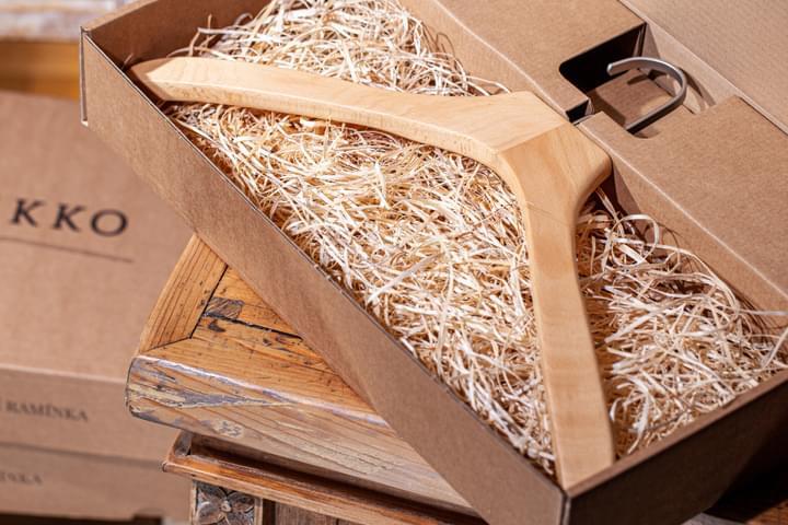 Ing-vállfa ajándék dobozban
