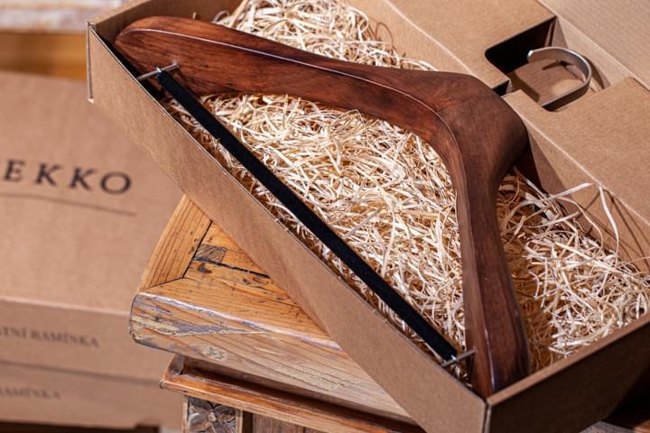 Vállfa zakóhoz ajándék dobozban